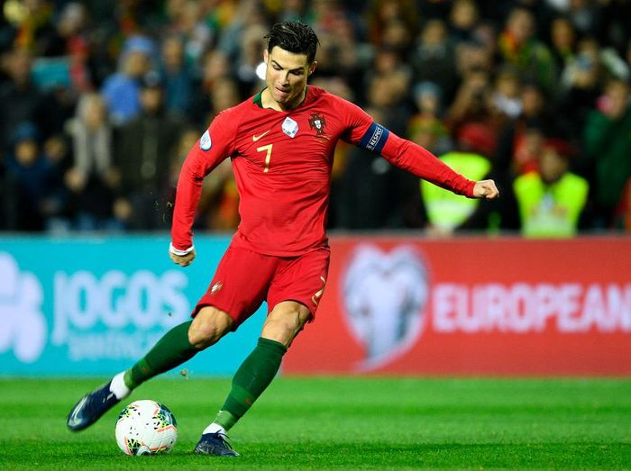 Cristiano Ronaldo terancam absen membela Portugal karena mengalami cedera jari kaki