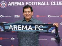 Pelatih Arema FC Takut Kehilangan Pekerjaan Jika Shopee Liga 1 Batal Bergulir